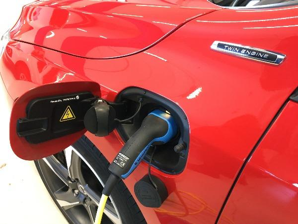 Bild på laddning av el-bil